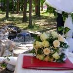 букет невесты и фонтан