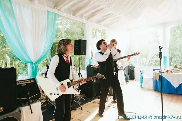 Shou na svadbu muzykanty
